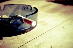 妻の不倫はタバコの匂い